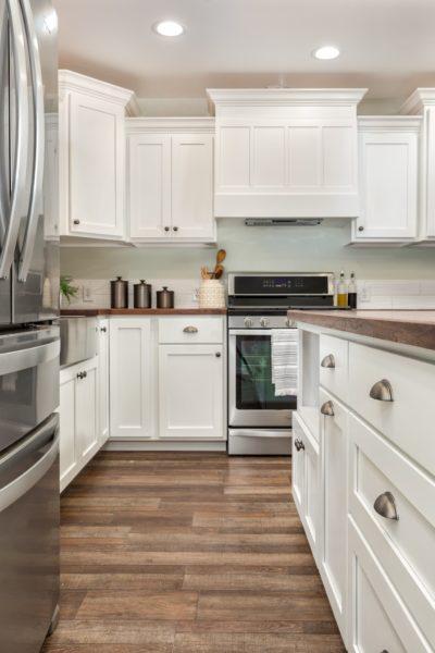 Light Kitchen Cabinet Design Idea